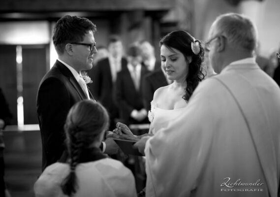 Hochzeitsfotograf Bonn Trauung Foto Kirche 1250px